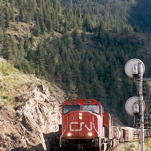 CN 5762 at Thompson BC