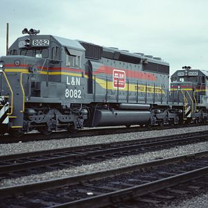 New SD40-2's