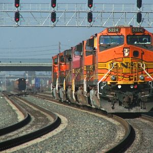 BNSF 5224 - running light power