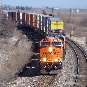 BNSF 7687 heads through Ransom