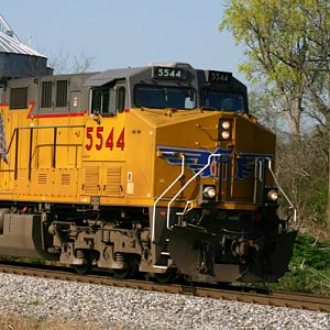 CSX leased power approaches Memphis Jct
