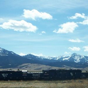 Mountains & trains @ Livingston