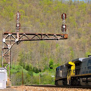 Coal Empties Enter the Greenbrier Valley