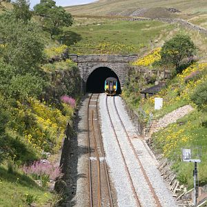 Northern Rail DMU Tunnel