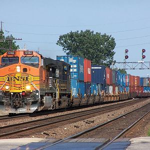 BNSF 5182 at Downers Grove