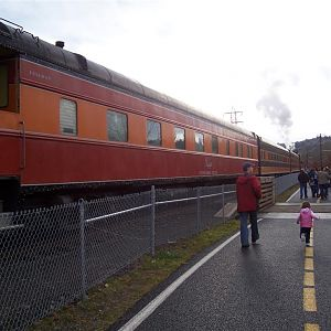 SP&S 700 Pulls The Holiday Express