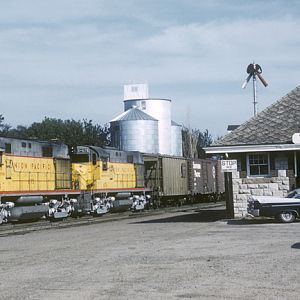 UP RS-27 #675, Valley, NE, Sept. 2, 1962, photo by Lou Schmitz