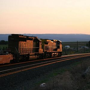 CSX #400 west into the Sunset at Quincy, Washington