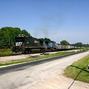 NS 8803 8422 s/b Sandusky Yard Sep 5 2007