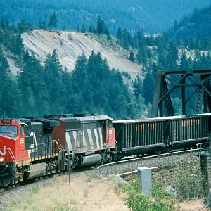 CN 2555 heads east on CP tracks at Cisco, BC