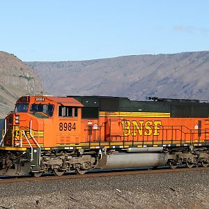 H2 SD70MAC in the Gorge
