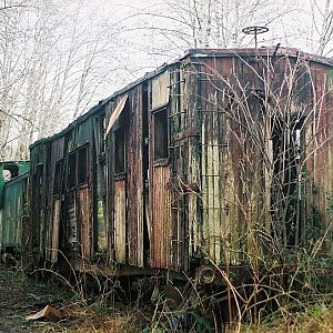 Rotting BN Bunk Car