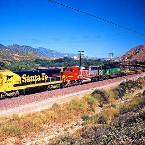 ATSF/BNSF/BN - Headin' Down the Pass