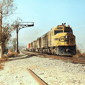 Santa Fe F45 #5987 through Santa Ana Canyon