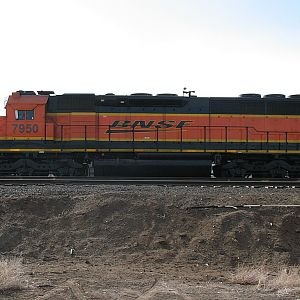 Side view of BNSF 7950