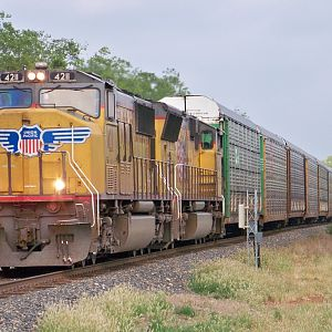 UP 4211 Northbound out of Laredo Texas