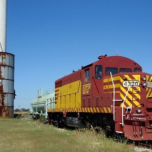 WTJR#4370 is a 2Fer Built SLSF#605 GP7, Then CNW#4370
