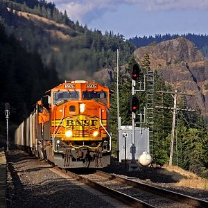 BNSF #8905 West Highballing Cooks siding at MP 64...
