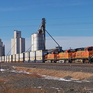 BNSF 7515 EB AT BLACK, TX