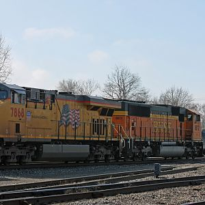 BNSF 8872 going W