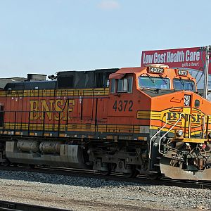 BNSF 4372 going W