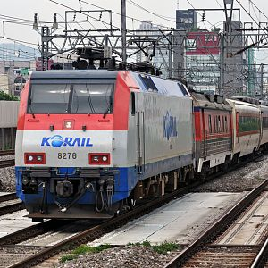 KORAIL model 8200, 8276 on Gyeongbu line