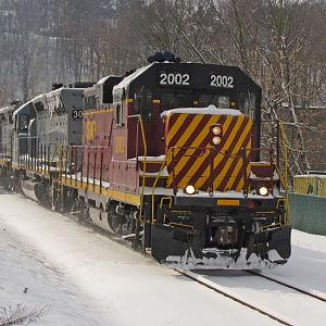 Allegheny Valley #2002 heading north alongside Rt.8 in Glenshaw