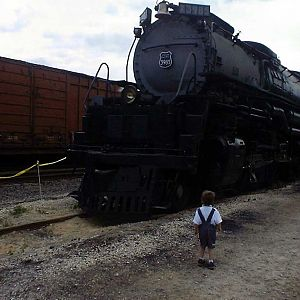 3985 viewed by young railfan