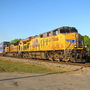 UP 7666 South at Pearsall, Texas