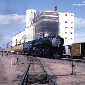 Union Pacific 3985 is southbound at Commerce City, CO