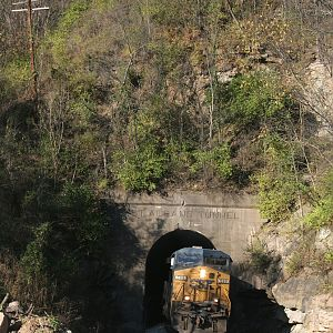 CSX 589 at St. Albans Tunnel