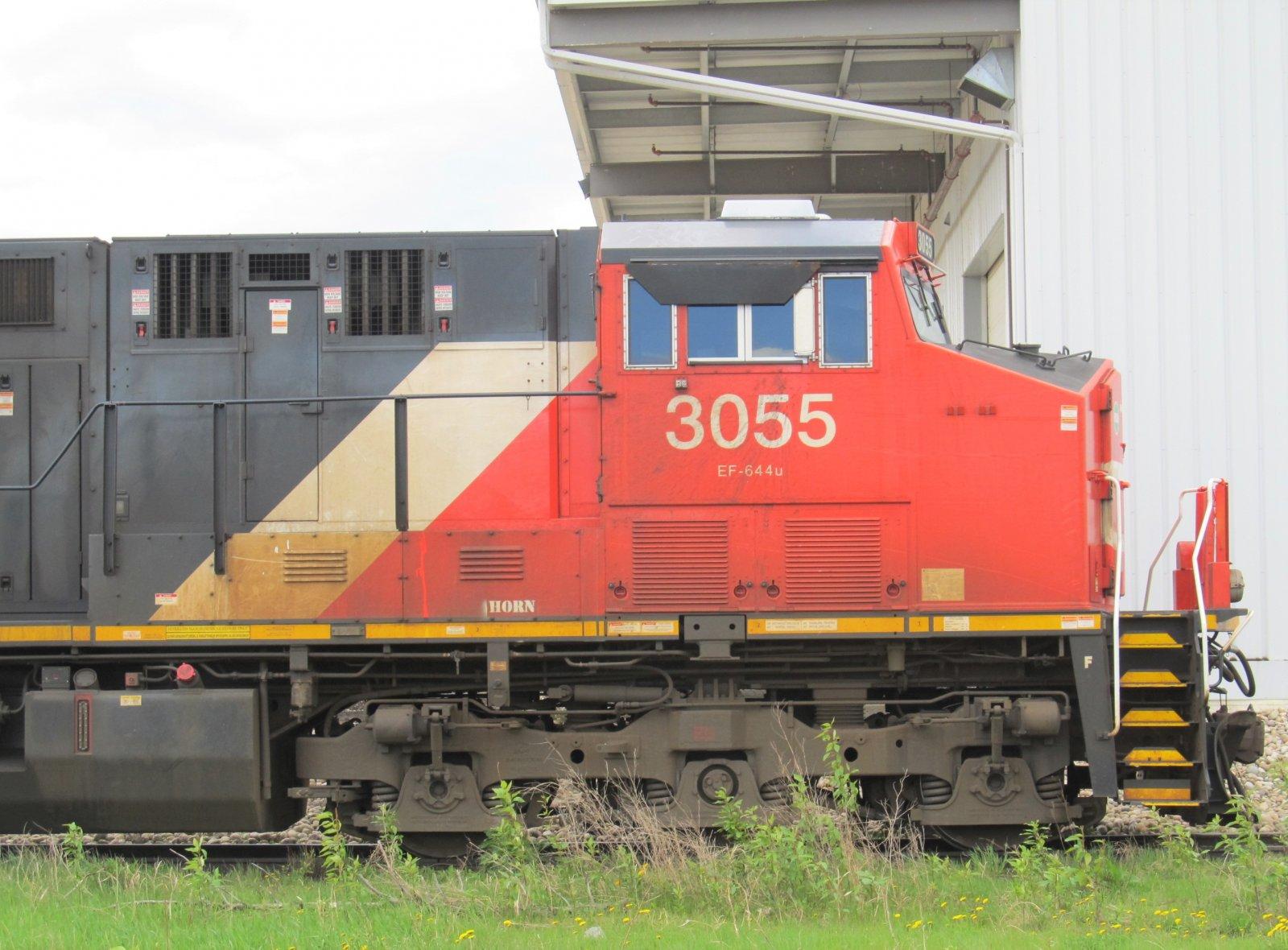 CN 3055_ET44AC (2).jpg