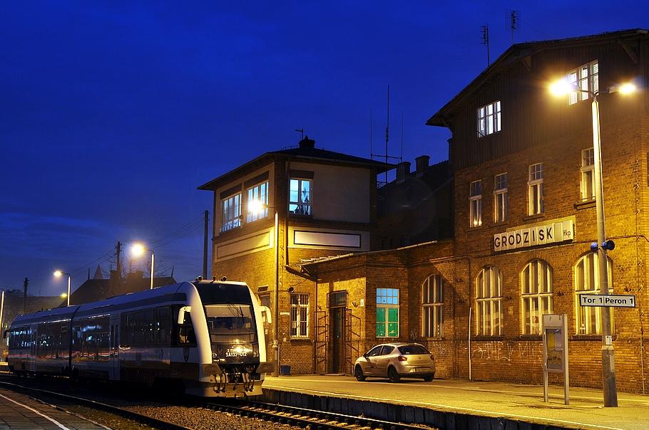 dworzec-kolejowy-noc.jpg