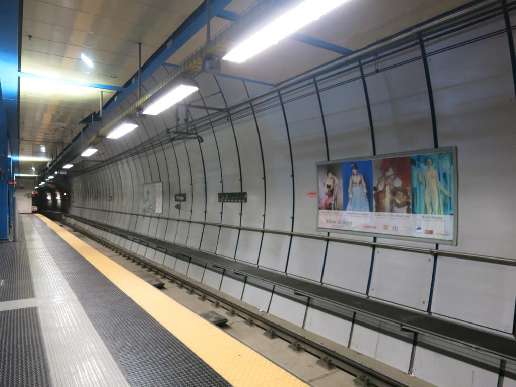 genova_metro24uyk7.jpg
