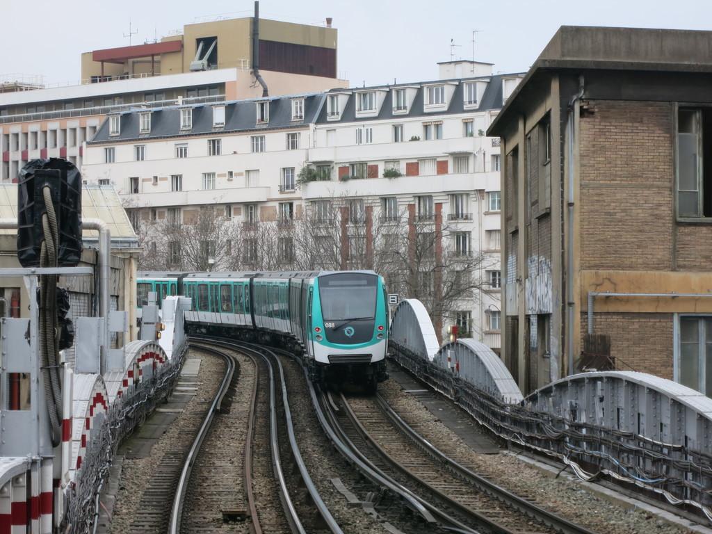 m2_train02sql.jpg
