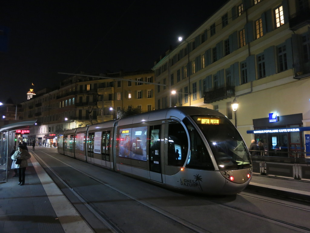 nice_tram_cathqpbv5.jpg