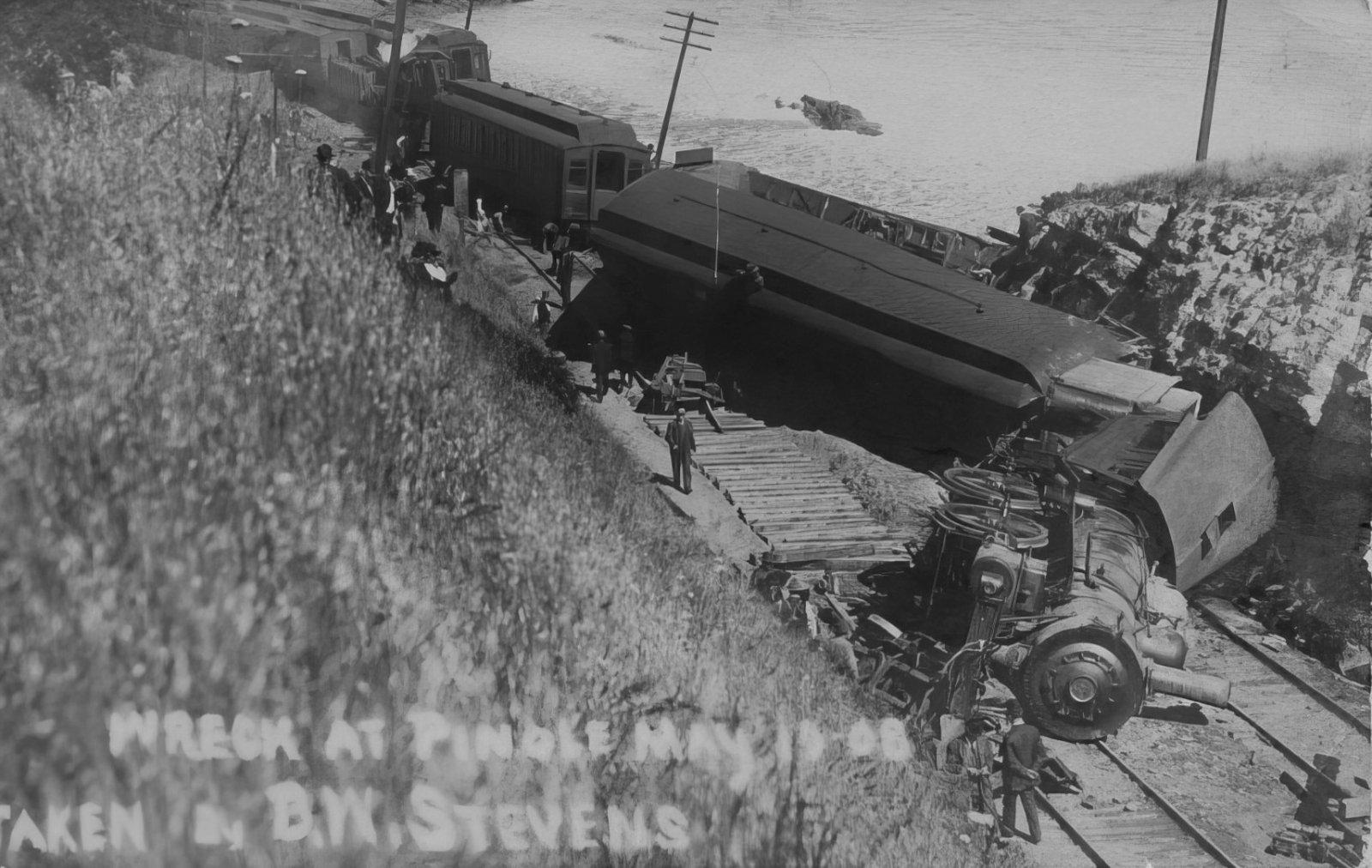 Pinole Train Crash 1908-lowres-scale-4_GRAY (Large).jpg