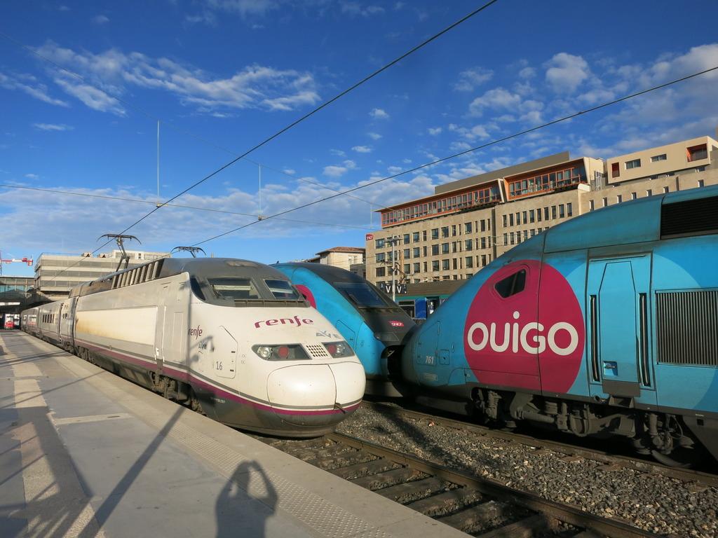 train_st_charles_ave_k0snh.jpg
