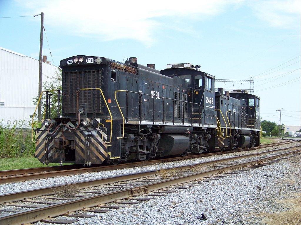 NPBL 2428 & 2370 wait for their Orders   RailroadForums com
